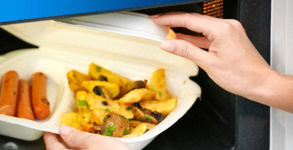Про небезпеку розігрітої в пластиковій тарі їжі попередила ендокринолог