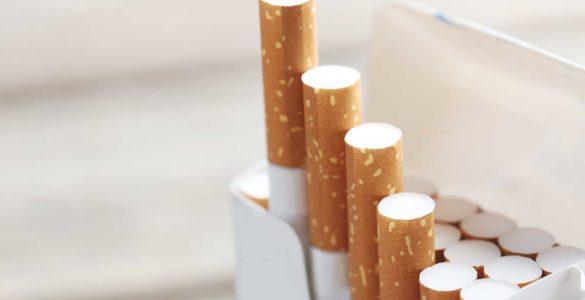 Куріння назвали однією з причин недовіри до вакцини проти COVID-19