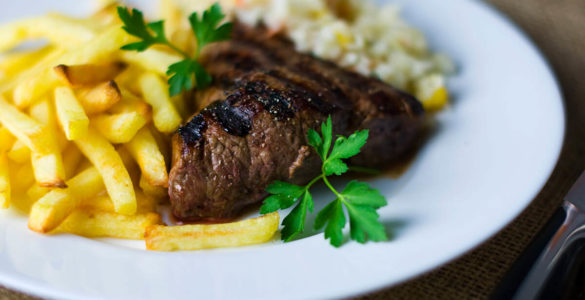 Що буде, якщо поєднувати м'ясо з картоплею, а каву - з молоком, розкрила дієтологиня